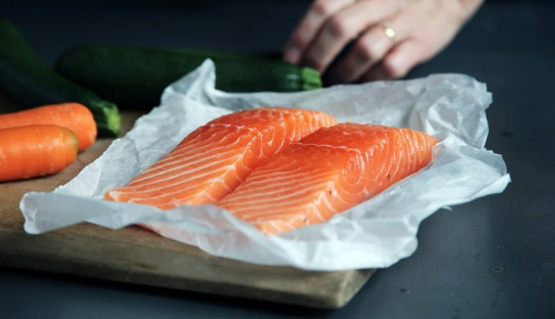 how to clean salmon