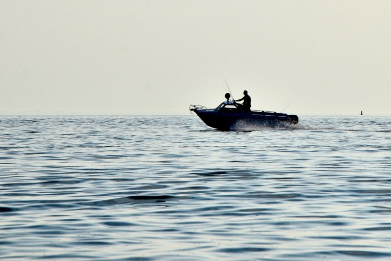 boat motor loses power at full throttle
